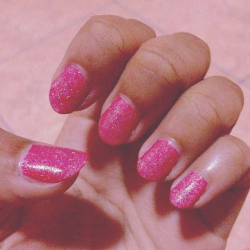 Colour of the week! 💅 #nailpolish #pink #glitter #h&m (Taken with Instagram)