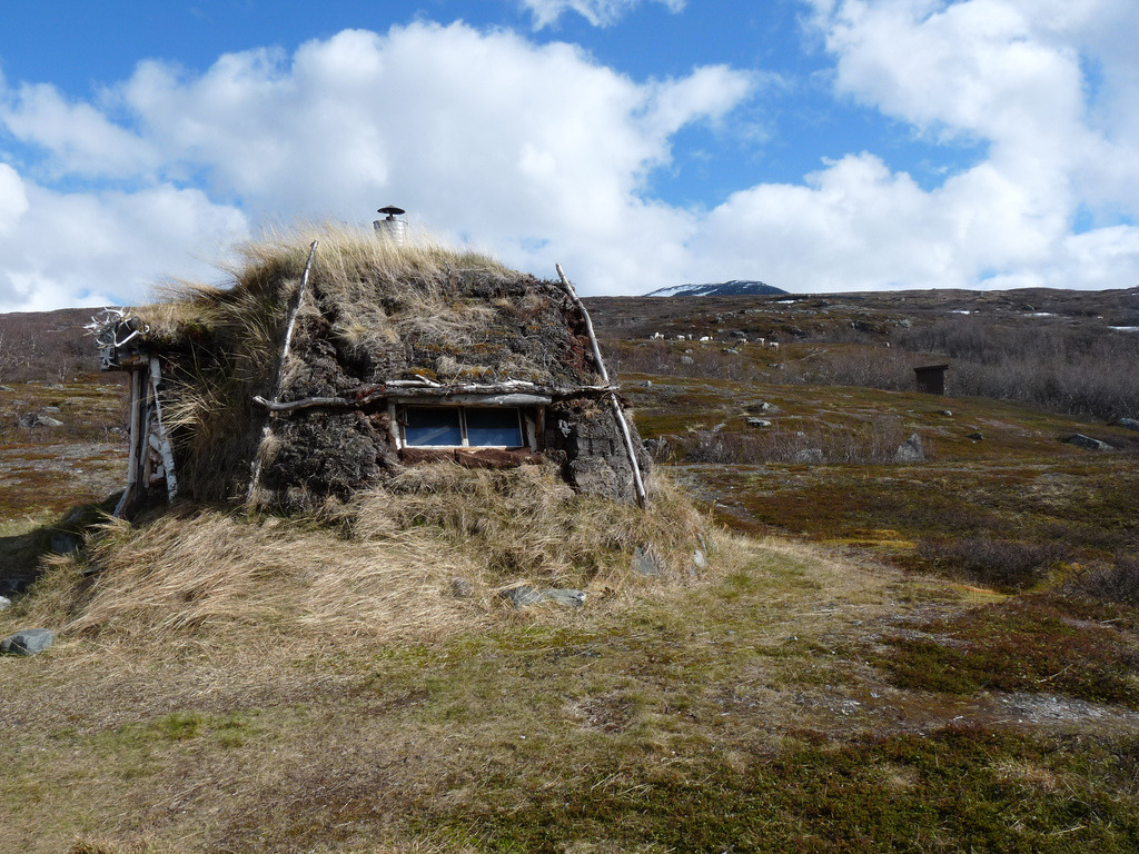 cabinporn:  Earthen shelter in Abisko National Park, Sweden.  Submitted and photographed by Johann Strube.