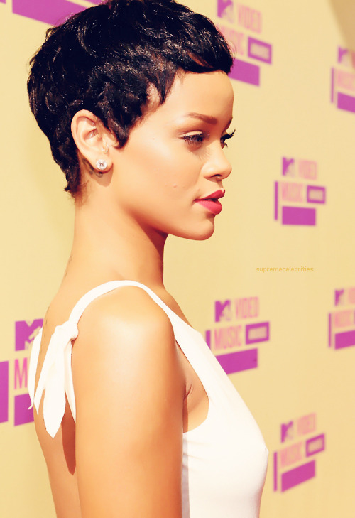 Rihannas skin is just flawless