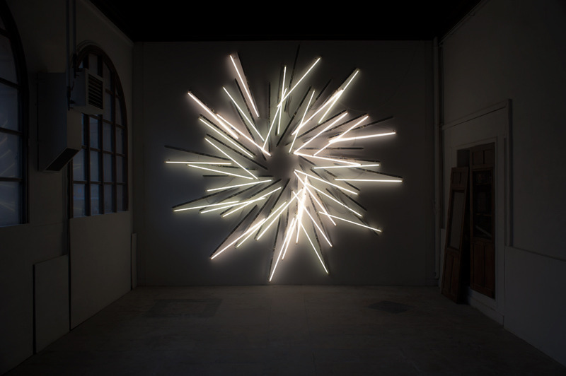Nøne Futbol Club, Work n°534 : Sunset 36 Fluorescent tubes, 650 x 650 x 6 cm, 2012