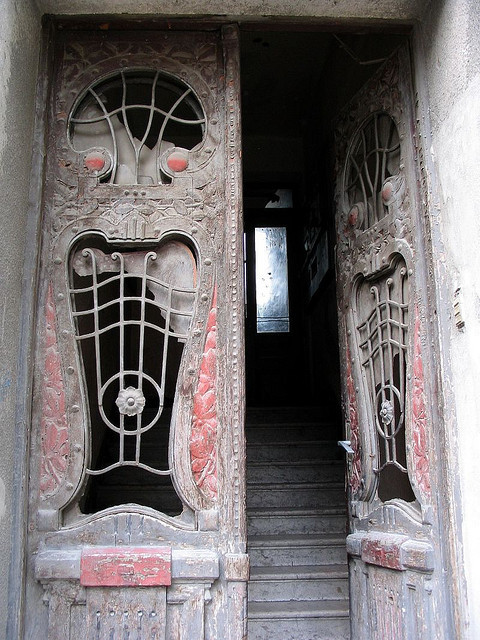 A door This is a door on a house built in 1906 in Sarajevo, and the part of the town where the house still exists is called Skenderija.(by Quod)