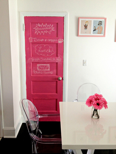 Pink Chalkboard Door | Our City Lights Not only do I love this room, I'm a little bit obsessed with this amazing pink chalkboard door! What a fun addition to a kitchen, and an incredibly fun colour. If you can't find coloured chalkboard paint, you can actually make coloured chalkboard paint yourself. Check back through the S+T archive for the tutorial!