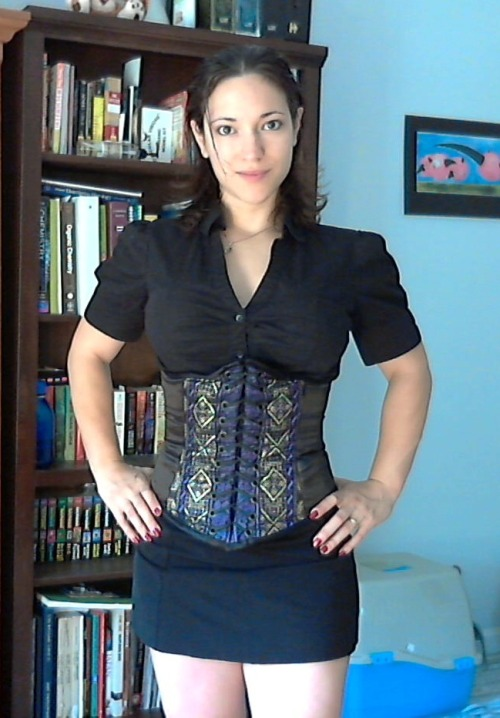 Wearing my new corset to class like a pro. XD I'm so glad to finally have an underbust, I feel more comfortable wearing these as a normal piece of clothing than I do with an overbust.