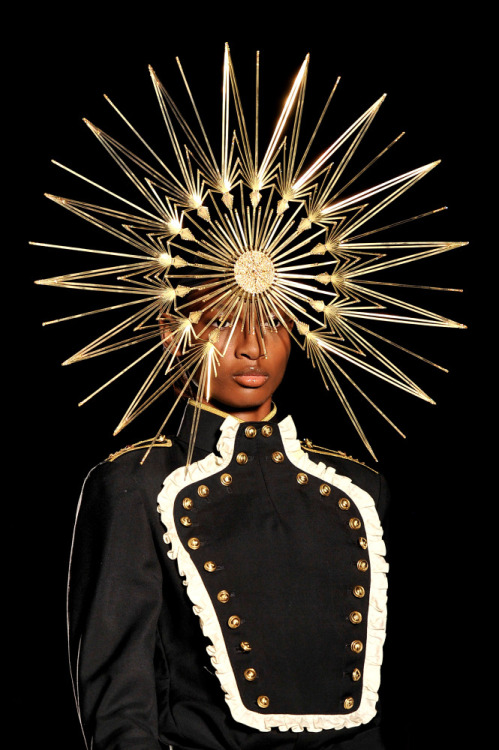 huffpoststyle:  Lady Gaga opens Philip Treacy's first fashion show in 13 years at London Fashion Week! (Getty photo)