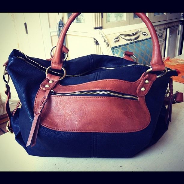 Say hi to my new fall bag #obsessed #aldos #handbag #leather #twotoned #fall #autumn #bag #satchel #tote #accessories #Aldo #love #fashion #fashionpolice  (Taken with Instagram)