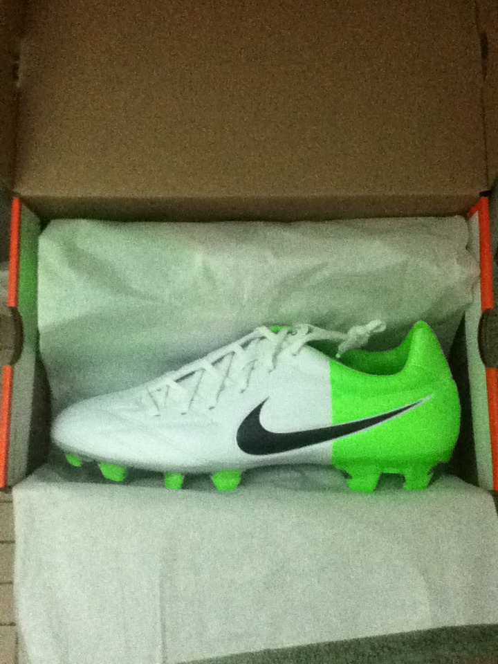 bountifulawesomeness:  Nike t90 cleats finally arrived in the mail!!