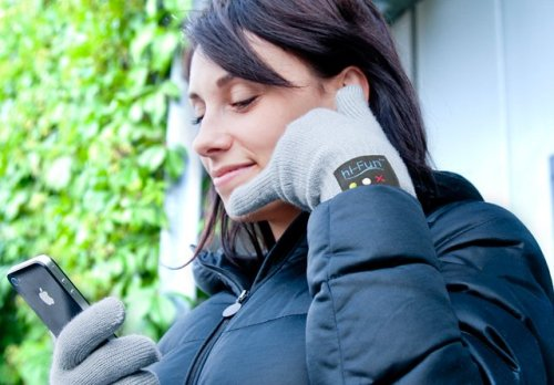 superamit:  pith:  Um, adorable. It's a bluetooth phone glove. So you can actually make calls by doing that thing with your hand that looks nothing at all like using a phone.  Awesome.  Agreed.