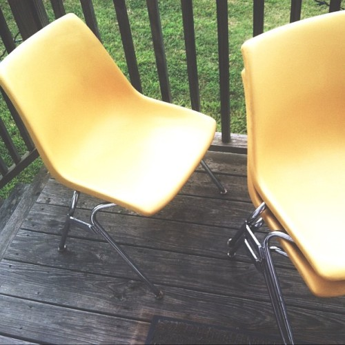 Bought these sweet vintage school chairs on my way home from work. I could not resist their yellow scholasticness. Thanks Agora. Stay funky, Athens.  (Taken with Instagram)