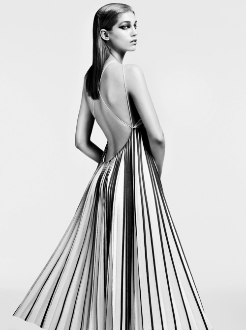 Pleats are a fantastic complement to this low-cut-back design. (via ImageBam)