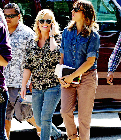 amy poehler and rashida jones on the set of parks and recreation