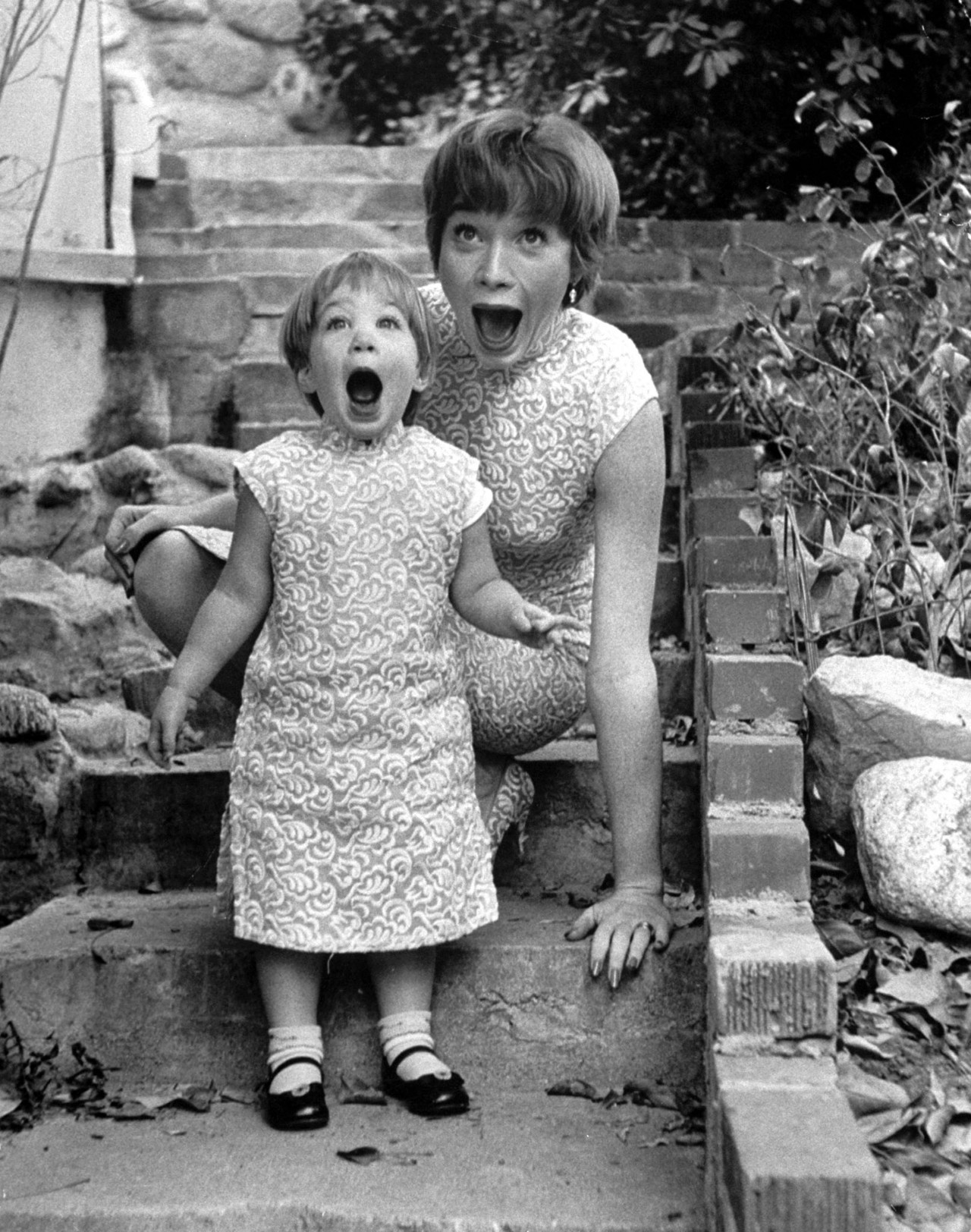 suicideblonde:  Shirley MacLaine and her daughter Sachi photographed by Allan Grant in 1959
