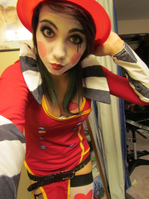 thisisfaithfulness-at-its-finest:  Dressed as Mad Moxxi for Borderlands 2 Midnight release!! Can't wait! :D <3
