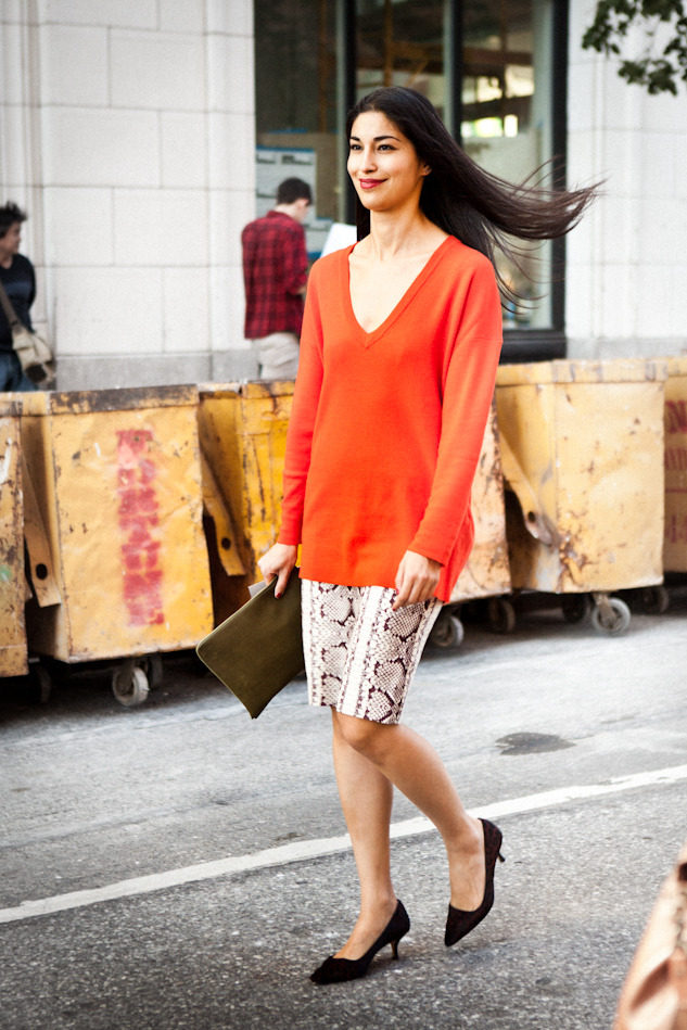 Caroline Issa on the way to the Reed Krakoff show in New York. I love that red sweater and the modest heels …