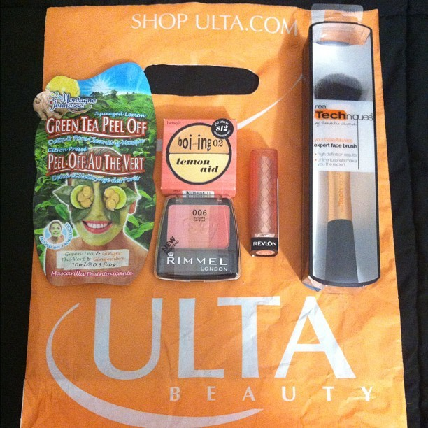 Had dinner at Panera with the bestie, & ended up going to ULTA afterwards. I'm so glad that I got my hands on that last Rimmel Autumn Catwalk Blush! Other things picked up: Real Techniques Expert Face Brush, Revlon Lip Butter in Peach Parfait, Benefit Concealer Duo & a Montagne Jennesse Green Tea Peel Off Face Mask :) (Taken with Instagram)