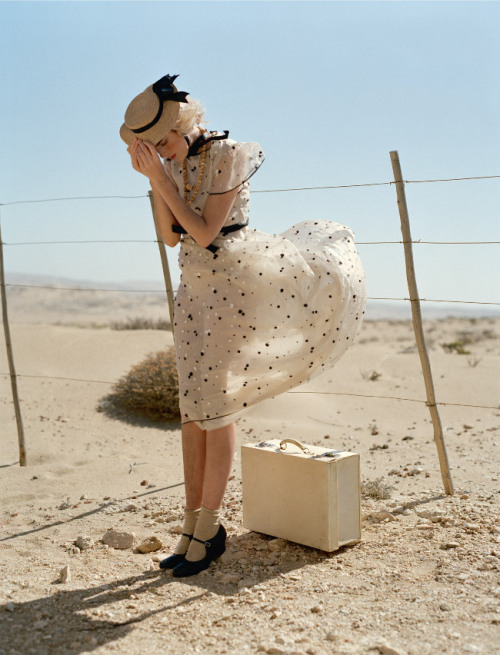 d-elicatebeauty:  Photographed by Tim Walker