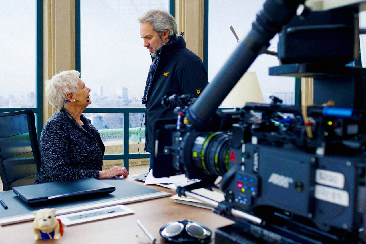 Sam Mendes directing Dame Judi Dench on the set of Skyfall (2012)