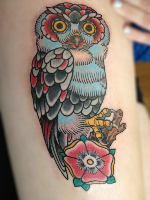 fuckyeahgirlswithtattoos:  Owl by Roger Merling Meijer from The Netherlands.Find him at: http://merlingmeijer.wordpress.com