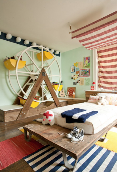 kiddinaround:  Tuesday's Tricks Love the ferris wheel as toy storage! Fun and handy.