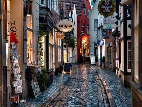 we-love-rain:   Schnoor, Bremen. Germany