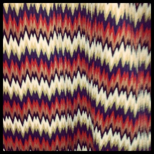 Constant chevron print spotted while shopping! #zigzag #Brooklyn #shopping #print #surface #pattern #theColors #TheShapes #PatternHuntress.com (Taken with Instagram)