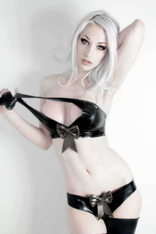ilovegothgirls:  The birthday present that unwrapped itself