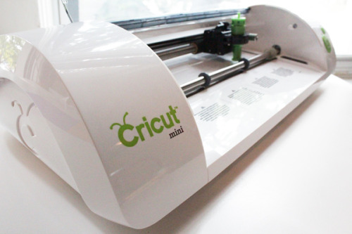 Learn all about home die cutting machines at Hands Occupied & enter to win a Cricut Mini. How-to: Cricut Mini 101 // Review & Giveaway