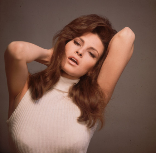huffpoststyle:  Raquel Welch looking like a babe in a turtleneck. (Getty photo)