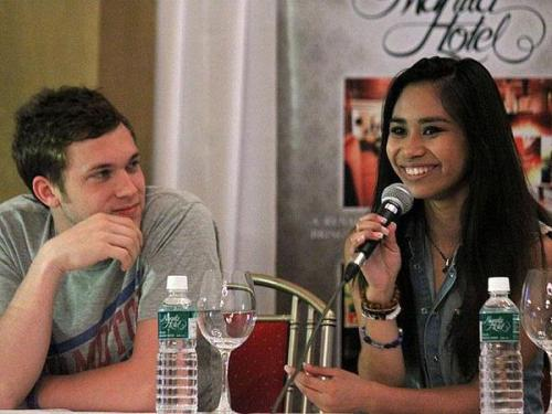 philaticphamily:  Phillip and Jessica at the PressCon in Manila. They look so happy, even after a long flight.  My Philjess <3 <3 <3