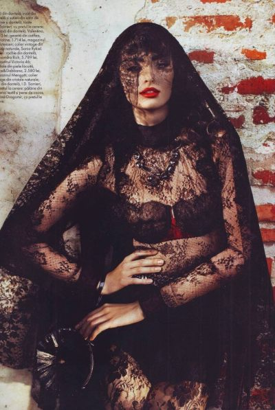 froufroufashionista:  lace! I.D. Sarrieri in Elle Romania, September 2012 photo credits: Dana & Stephane Maitec styling: Domnica Margescu, Maurice Munteanu