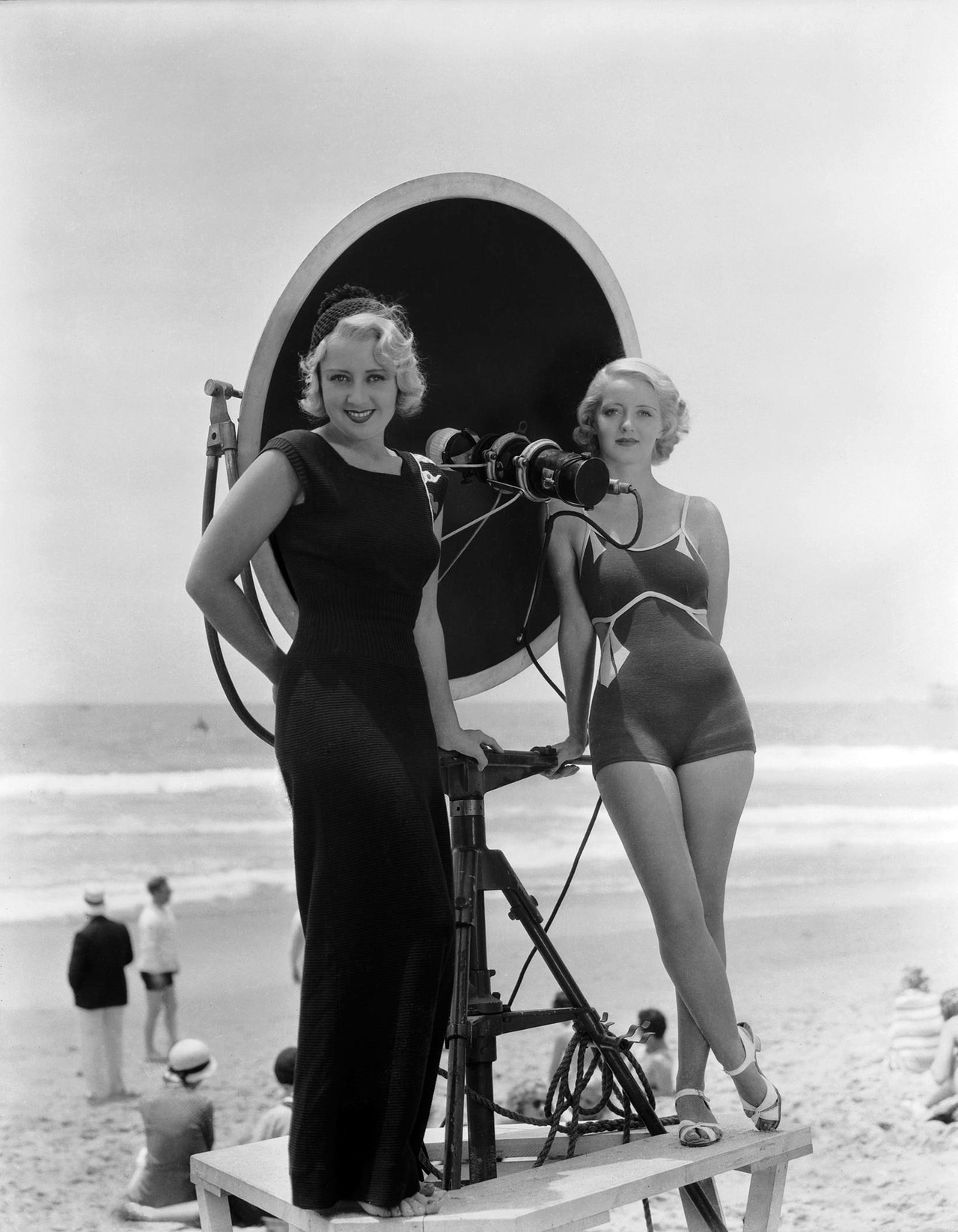 sunsetgun:  Joan Blondell & Bette Davis.