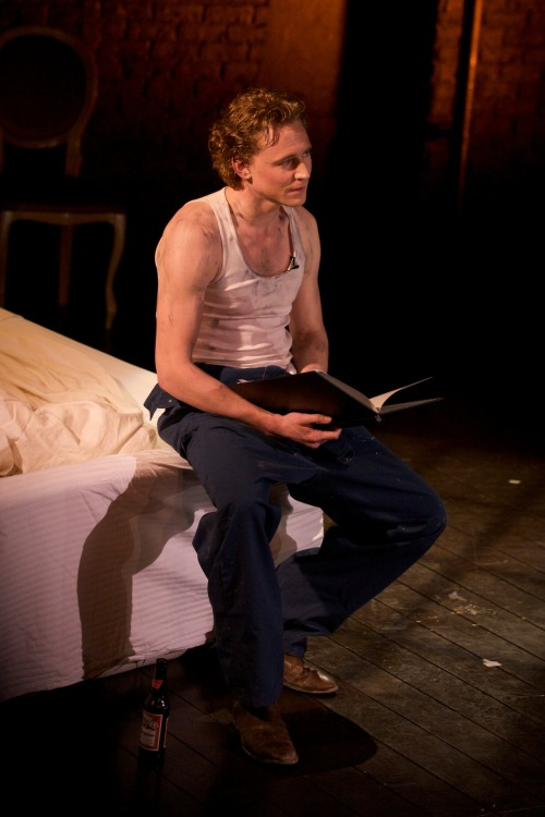 torrilla:  Tom Hiddleston reading 'The Kingdom of Earth' for Stories Before Bedtime at Criterion Theatre on February 10, 2012 [HQ]