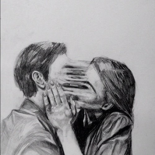 sleeping-with-zombies:  I simply love this photo<3 #kissing #love #unbreakable #past (Taken with Instagram)