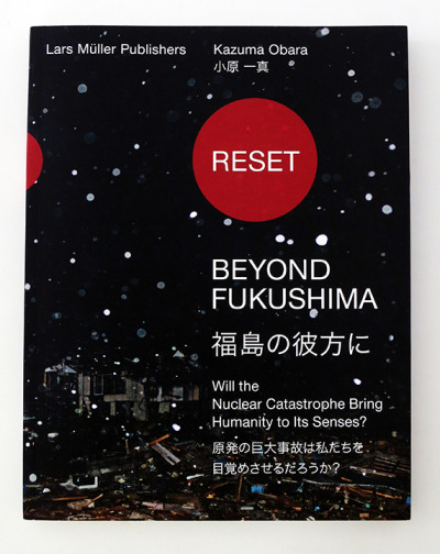 As part of the exhibition 10×10 Japanese Photobooks in New York, bdp has been invited to select ten Japanese photobooks which will be featured in an online space in conjunction with the show. Kazuma Obara, Reset-beyond Fukushima- (Switzerland: Lars Müller Publishers 2012) For more information about this book → http://store.bookdummypress.com/product/reset-beyond-fukushima-by-kazuma-obara