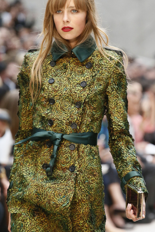 How stunning is this Burberry Prorsum trench detail?