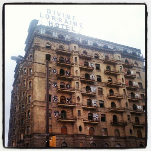 #Divine #decay… the legendary #DivineLorraine #Hotel, #North #Broad #street, #Philadelphia. #igersphilly #phillyigers #webstagram #instahub #instagramhub #abandoned #graffiti #urban #blight #philly (Taken with Instagram)