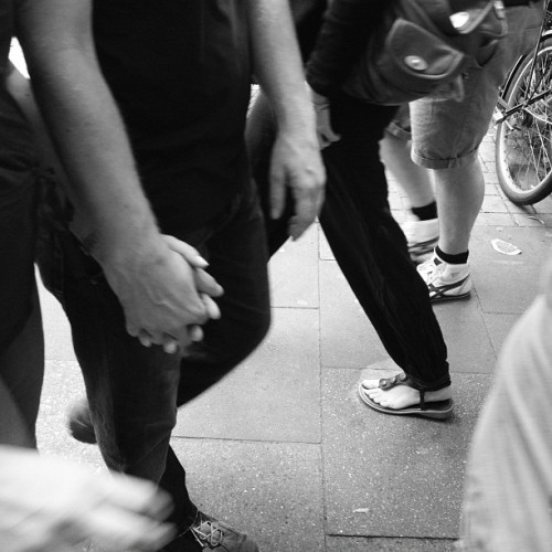 Hands and bodys #straße #street #people #soulfoto #soulfotode #bw #black #instagram #instadaily #menschen #monochrom #movement (Wurde mit Instagram aufgenommen)