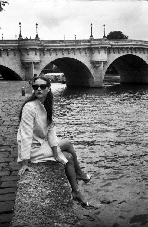 Milda at Pont Neuf | Shot with my grandfather's Mamiya Sekor 1000DTL and Ilford FP4 {Beauty/Styling by LaFrenchTouche}