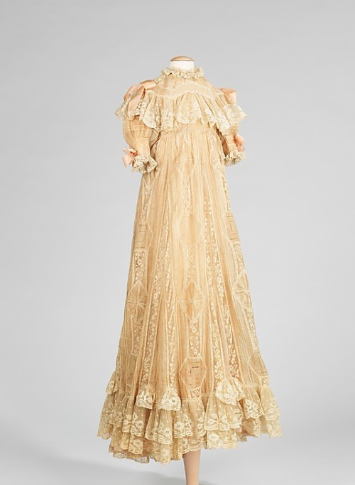 Infant's Dress 1900 The Metropolitan Museum of Art This dress is believed to have been worn by one of the daughters of Tsar Nicholas II, probably Maria or Anastasia.