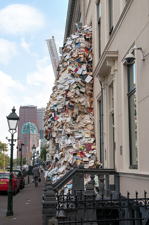 laughingsquid:  Biografías VI, Sculpture of Hundreds of Books Cascading out of Museum Window by Alicia Martin