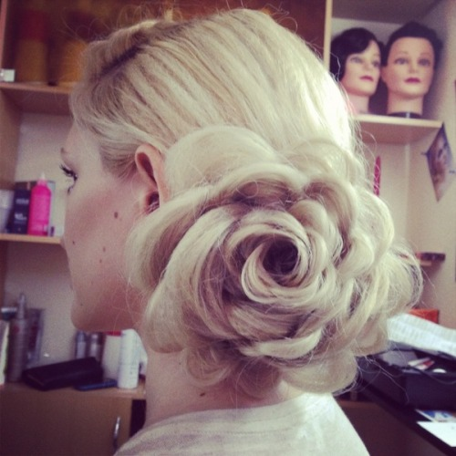 This floral hairstyle by Vlada F. is so amazing!