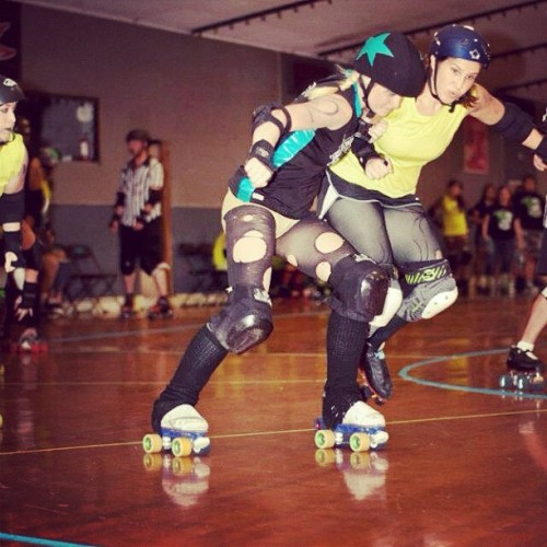 Keep trying to #smash me 😘 #rollerderby #derby #jammer  (Taken with Instagram at Skate City)