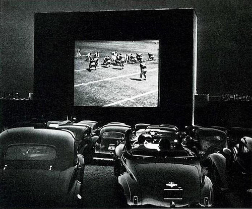 distinguishedcompany:  fuckyeahvintage-retro: A drive-in theater in Alexandria, Virginia (1940s) © J. Baylor Roberts.