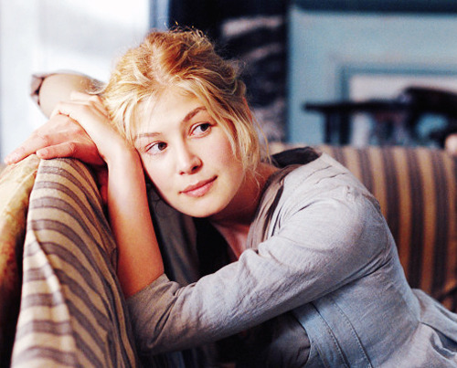 17/20 Images of Jane Bennet, portrayed by Rosamund Pike.