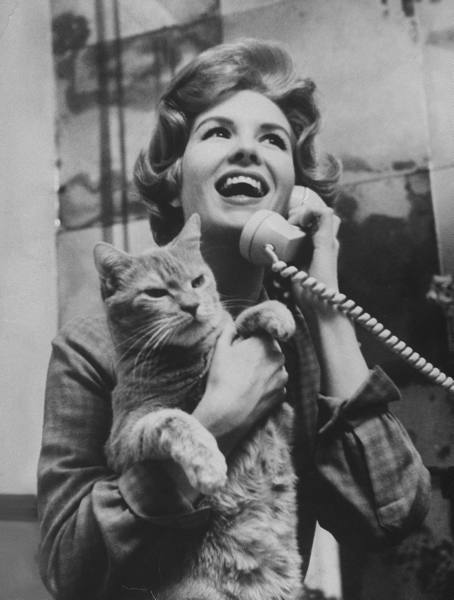 she-dances-alone:  Actress Julia Meade holding her cat at home in her apartment, 1960; by Yale Joel.  Now that is one cheerful looking cat.