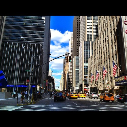 #50thStreet #5thAve #Rockefeller #USA #Flags #Clouds #RadioCityMusicHall #RadioCity #NYC #YellowCabs #JoserNYC  (Taken with Instagram)
