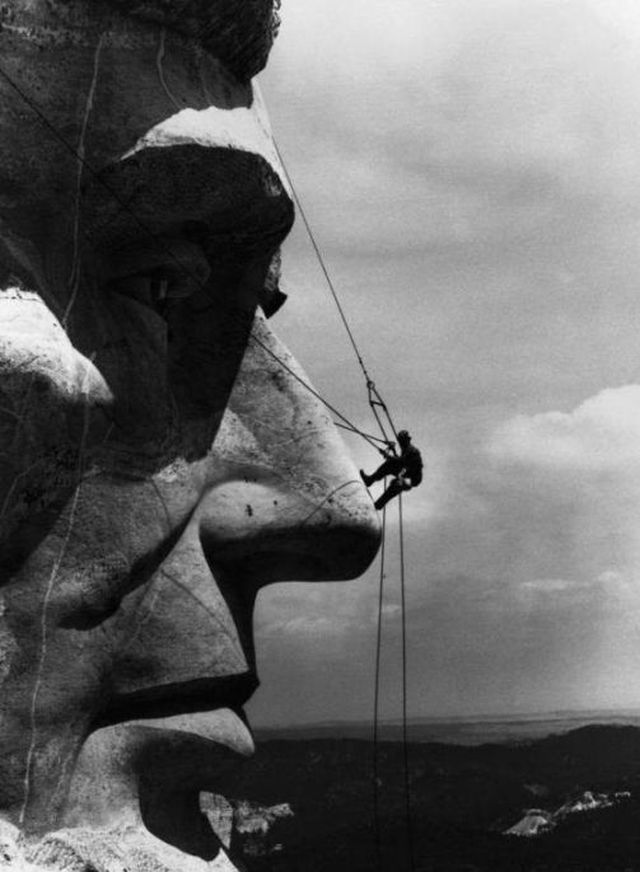 collective-history:  Rappelling Lincoln - Mount Rushmore ca. 1936