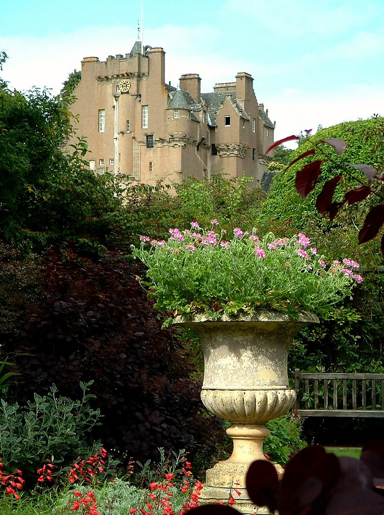Crathes Castle, Scotland (by Grangeburn)