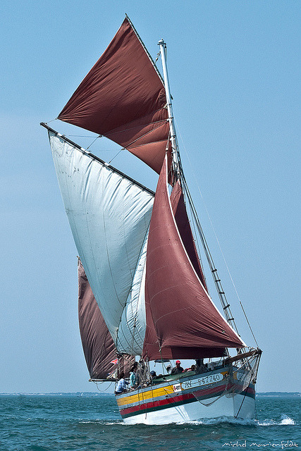 Voiles rouges et blanche by telomi on Flickr.