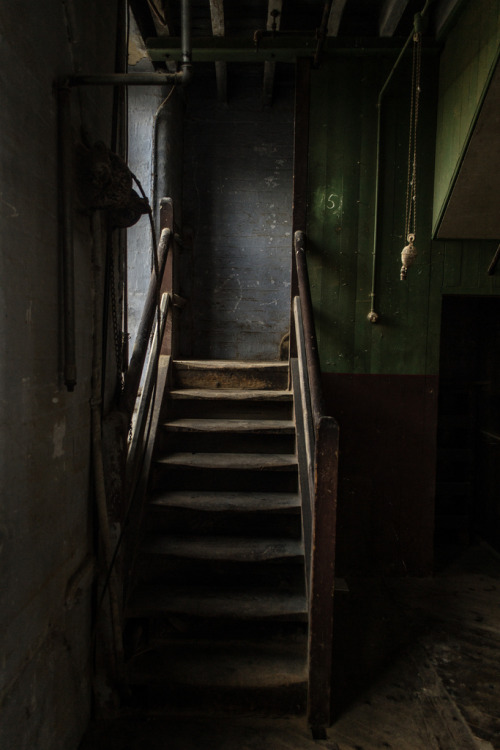 derelictmetropolis:  Up the stairs (by richboxfrenzy)