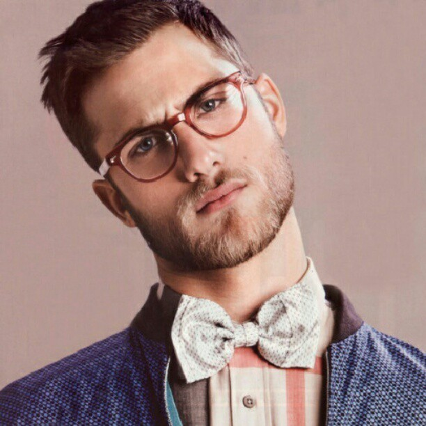 lukasuks:  #model #glasses #man #boy #guy #mustache #white #fashion #style #instamodel #instafashion #cute #face #beard #tie #instatie #cravat #bowtie  (Publicado com o Instagram)